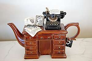 at-12-24-cardew-crime-writer-desk-1991.JPG